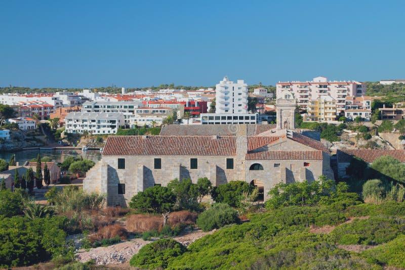 Het oude militaire ziekenhuis op Eiland isla-del-Ray Maon, Menorca, Spanje stock foto