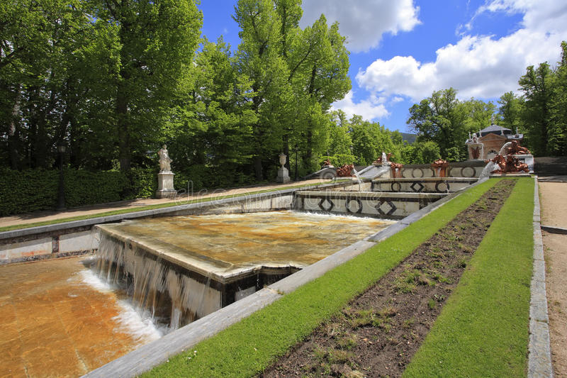 Het oude park in de Spaanse stad van Segovia stock fotografie