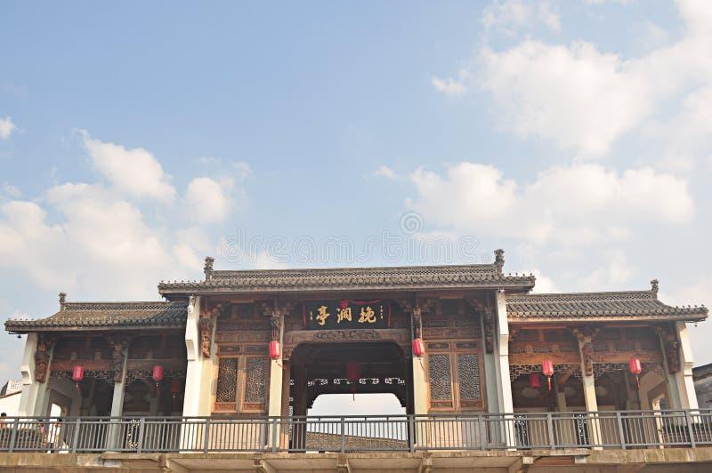 Het oude paviljoen van het architectuurhoutsnijwerk in Fotang-Stad, Yiwu, China royalty-vrije stock fotografie