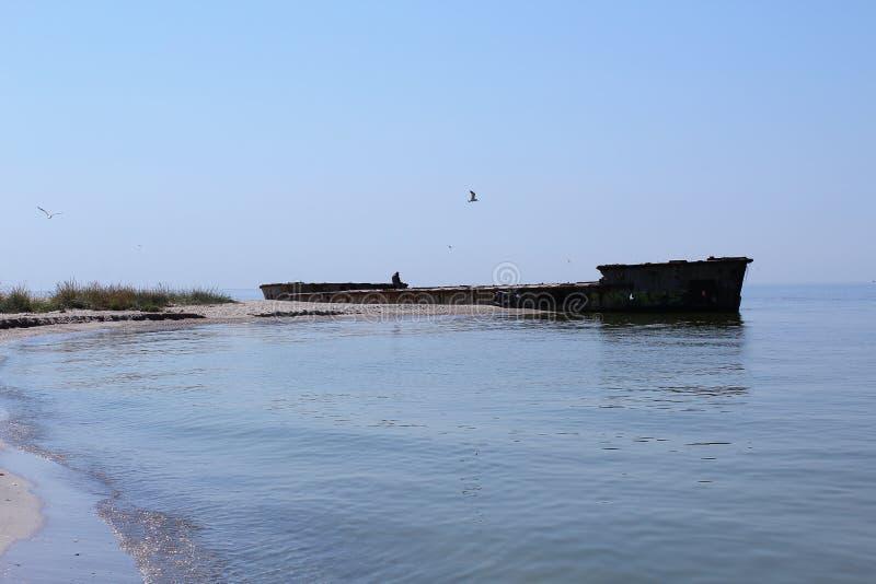 Het oude schip is op het Kinburn-Spit Hij zal nooit zwemmen, zodat wordt hij verlaten stock afbeelding