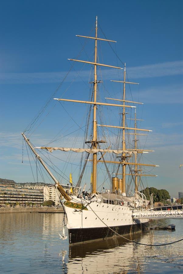 Het oude Schip van de Marine in Puerto Madero stock afbeelding
