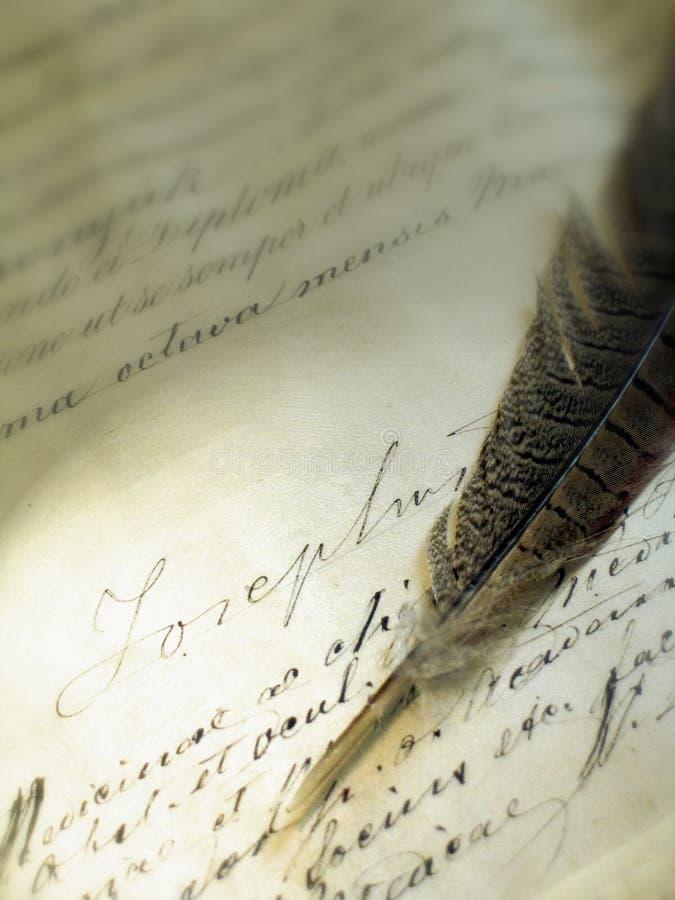 Het oude schrijven met een veer stock afbeelding