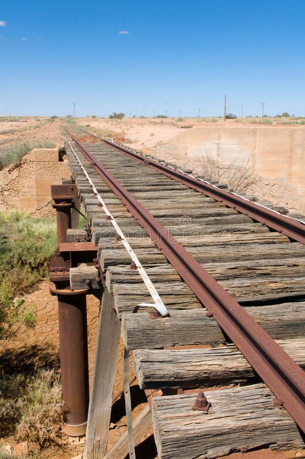 Het oude spoor van de Spoorweg Ghan door het Spoor Oodnadatta royalty-vrije stock foto