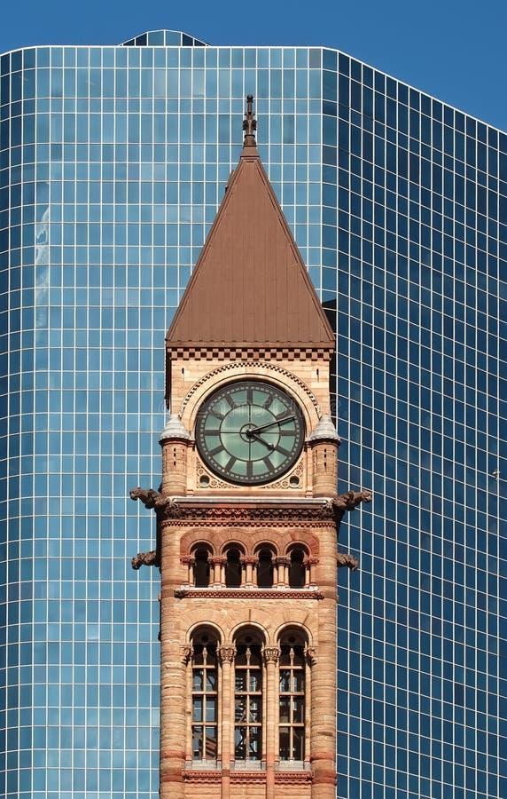 Het oude Stadhuis van Toronto voor wolkenkrabber stock afbeeldingen