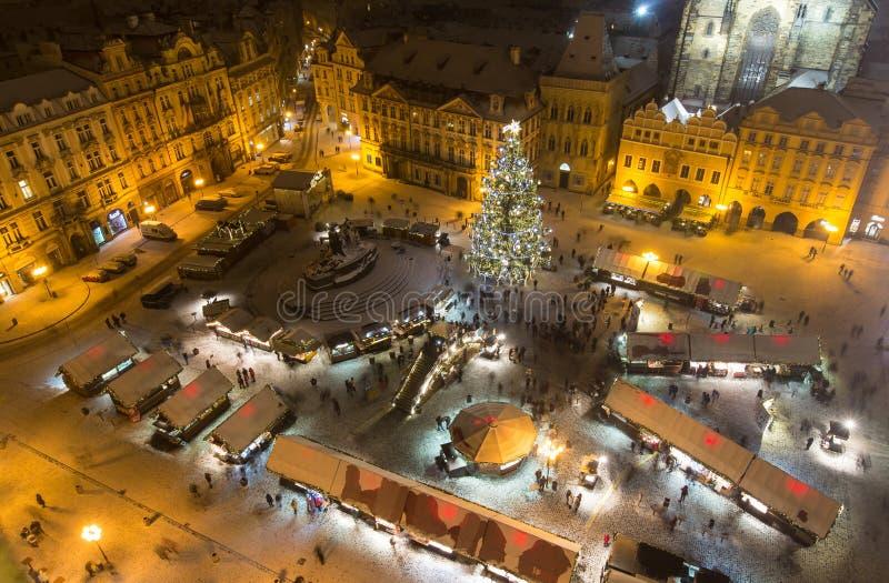 Het Oude Stadsvierkant in Kerstmistijd stock foto's