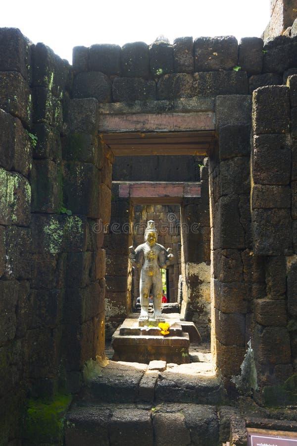 Het oude standbeeld van de steen Hindoese god in Muang zingt Historisch Park royalty-vrije stock foto's