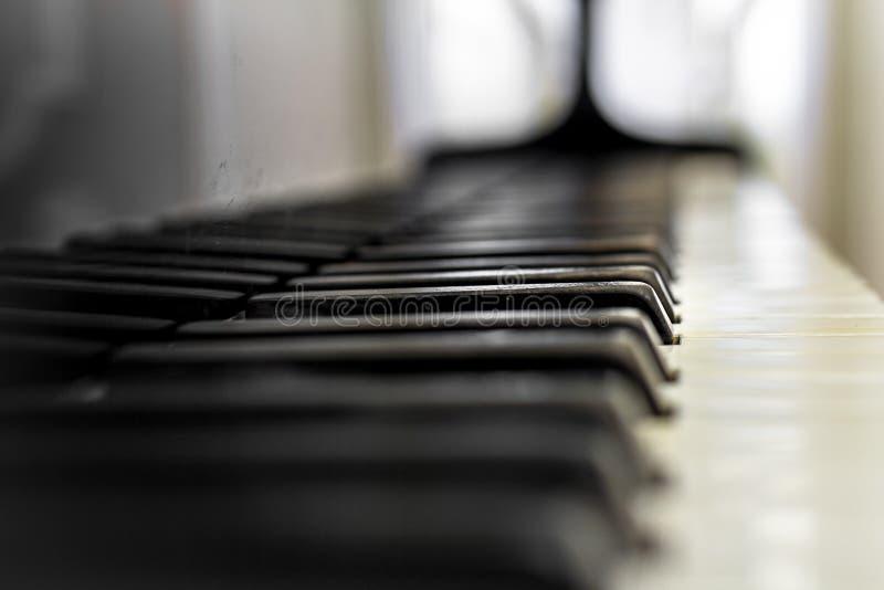 Het oude toetsenbord van de Piano royalty-vrije stock afbeelding