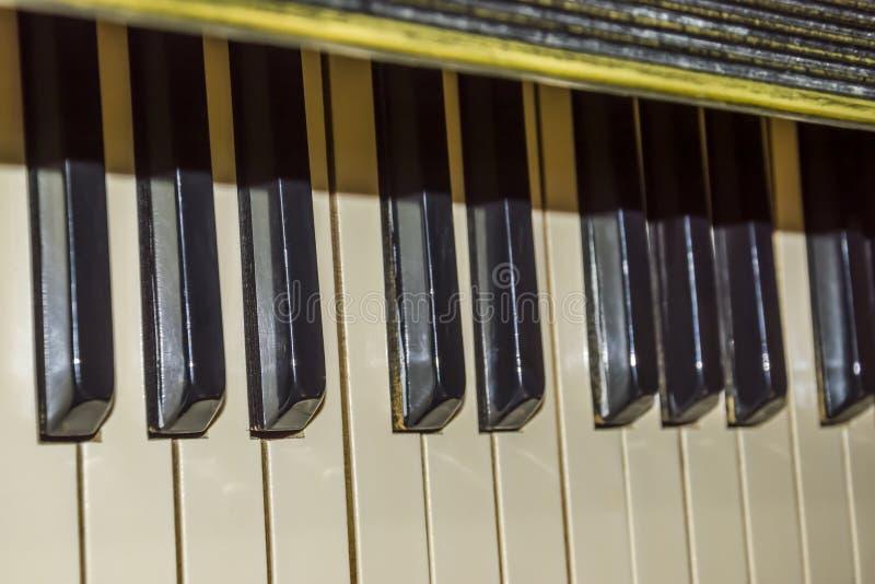 Het oude toetsenbord van de Piano stock foto's