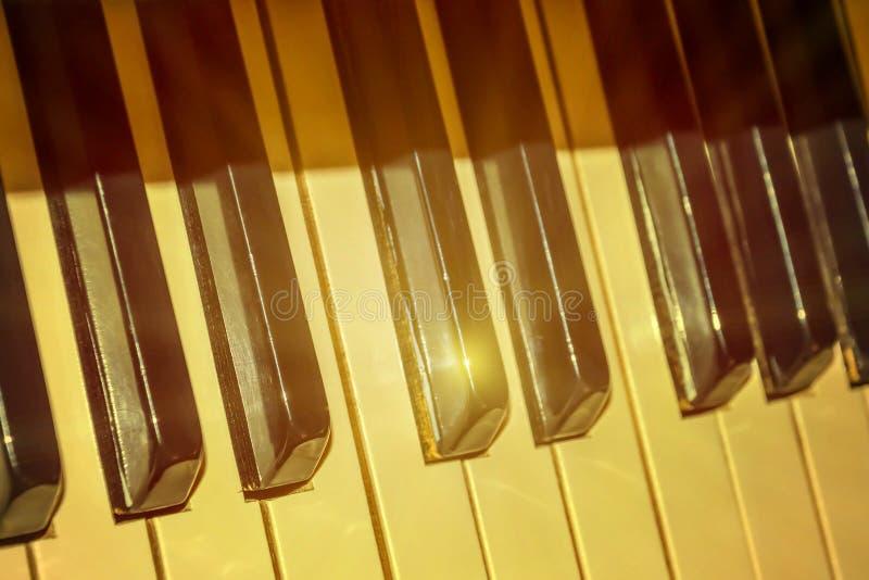Het oude toetsenbord van de Piano stock foto