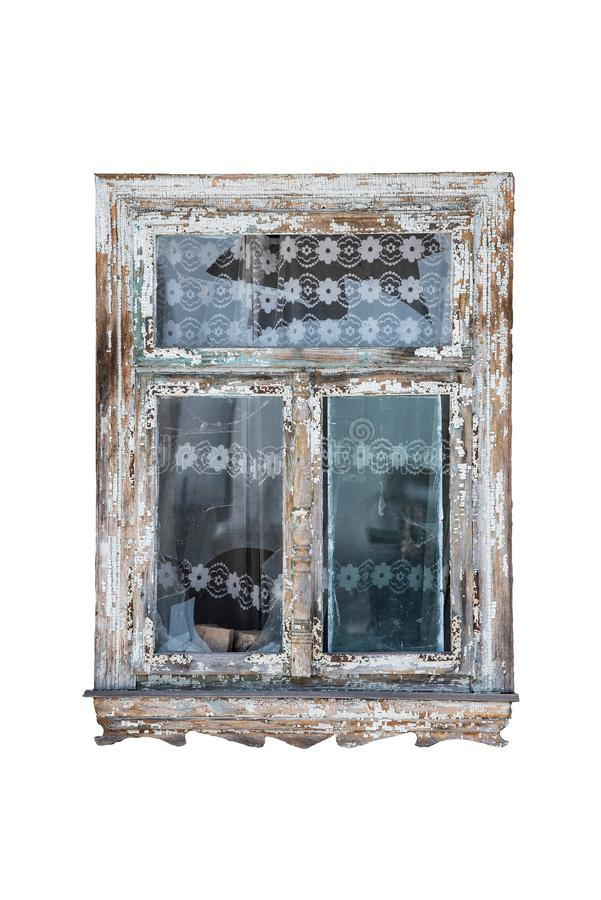 Het oude venster met gebroken glas isoleerde op witte achtergrond, oud Tulle in de achtergrond, sporen van het verouderen en bars stock afbeeldingen