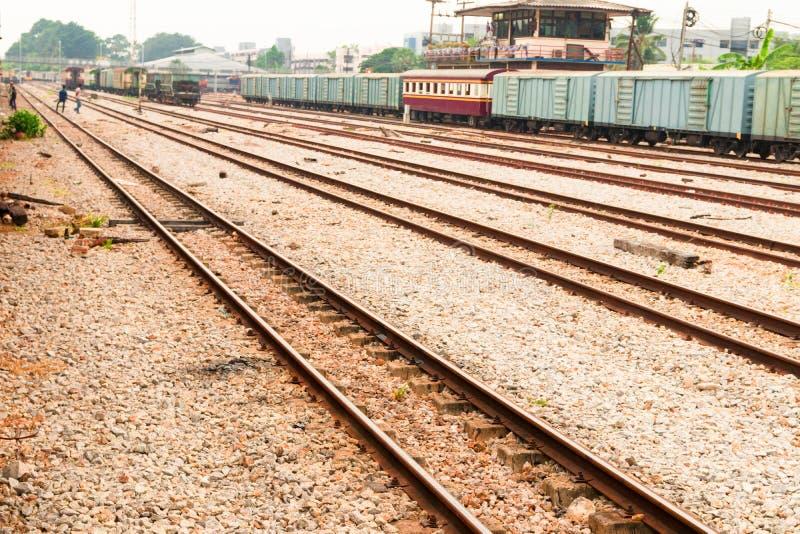 Het oude vervoer van het spoorwegspoor spoorwegstation stock fotografie