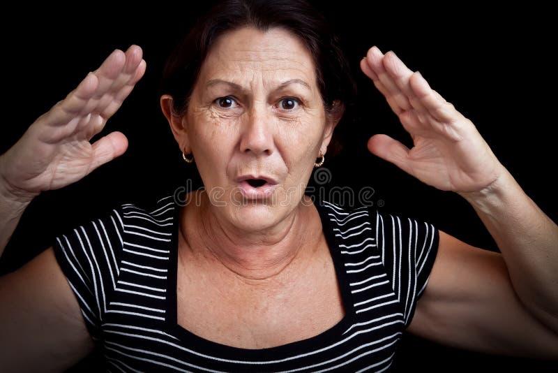 Het oude vrouw gillen stock foto's