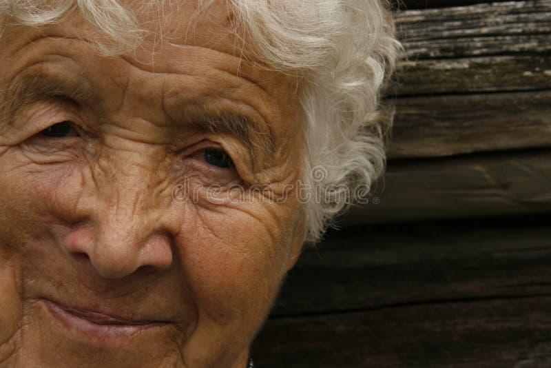 Het oude vrouw glimlachen royalty-vrije stock fotografie