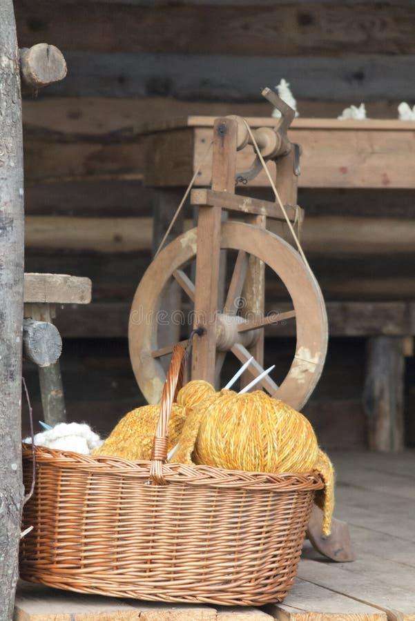 Het oude weefgetouw weven royalty-vrije stock afbeeldingen