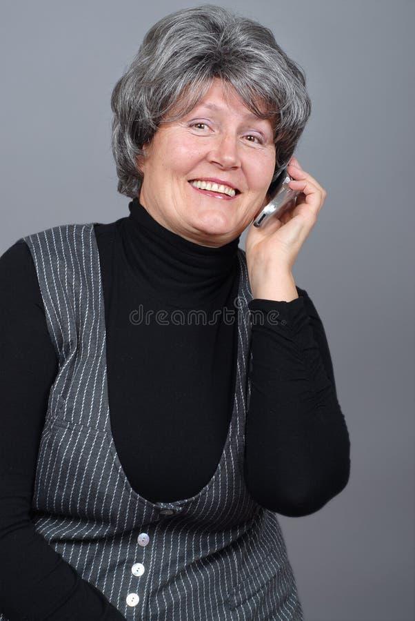 Het oudere vrouw roepen stock afbeeldingen