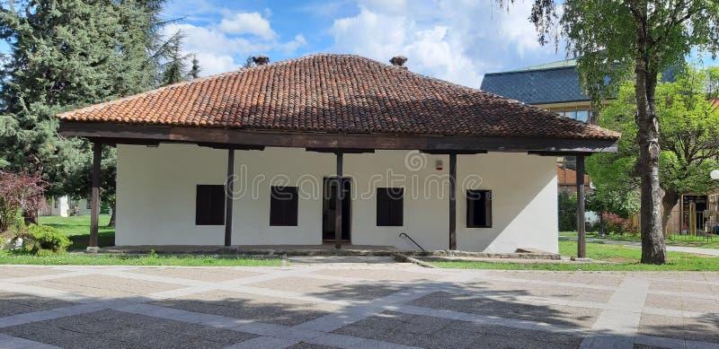 Het oudste gebouw in Valjevo, Servië is eens een gevangenis en nu musea stock fotografie