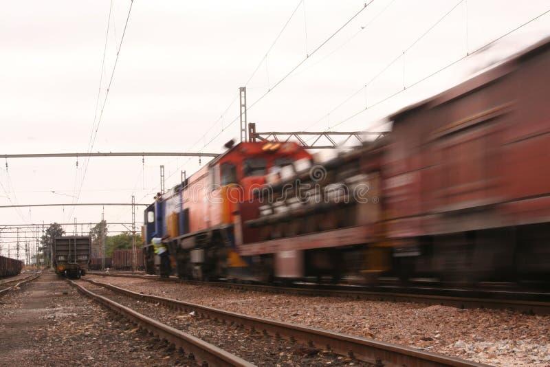 Het overgaan van de trein stock foto