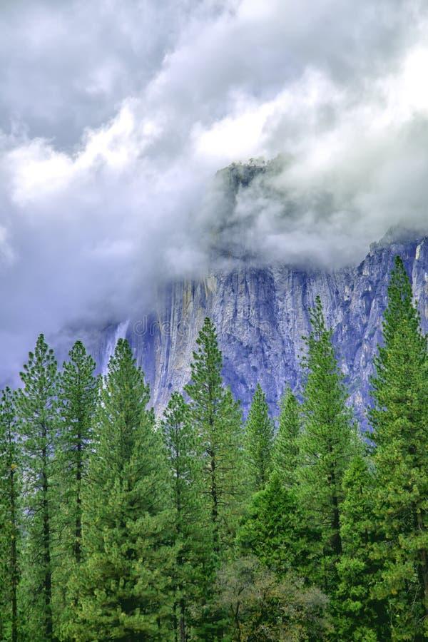 Het overgaan van wolken stock afbeelding
