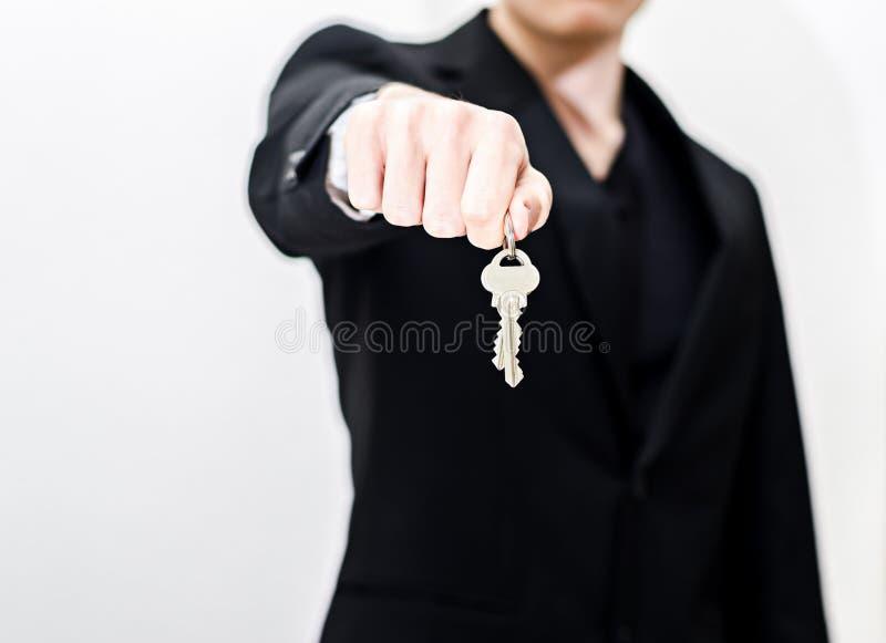 Het overhandigen sleutels royalty-vrije stock foto's