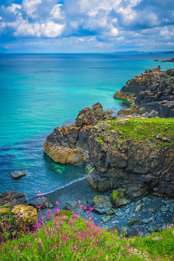 Het overweldigen van de overzeese kust Van Cornwall dichtbij St Ives royalty-vrije stock afbeelding