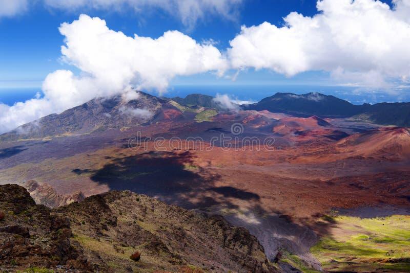Het overweldigende die landschap van Haleakala-vulkaankrater in Kalahaku wordt genomen overziet bij Haleakala-top, Maui, Hawaï stock fotografie