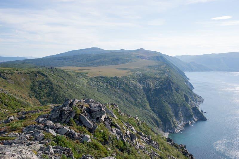 Het overzees van de het noordenkust van Okhotsk royalty-vrije stock afbeelding
