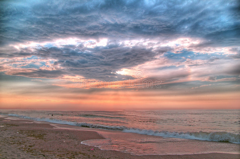 Het overzees van de ochtend vóór het onweer (hDR-PostVerwerking) royalty-vrije stock foto's