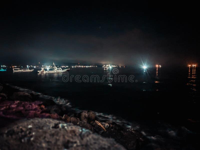 Het overzees van de schipnacht royalty-vrije stock afbeelding