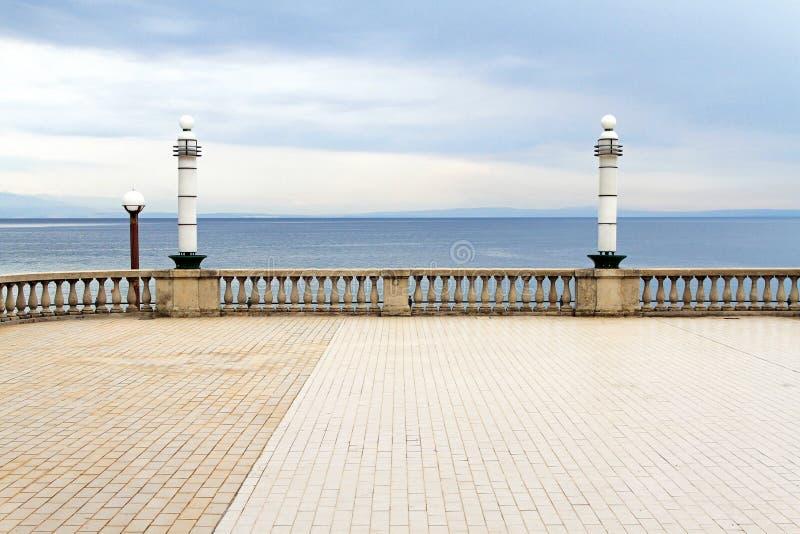 Het overzees van het terras stock fotografie
