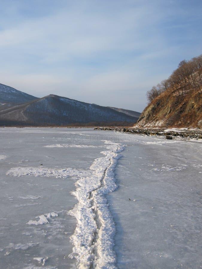 Het overzees van Japan is bevroren en de kust royalty-vrije stock fotografie