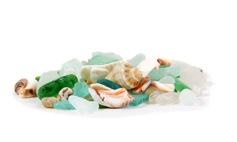 Het overzees vindt Overzeese glas en shells royalty-vrije stock fotografie