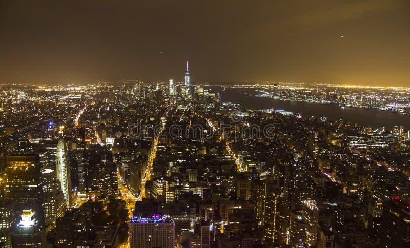 Het overzicht van Manhattan bij nacht van Empire State Building stock foto
