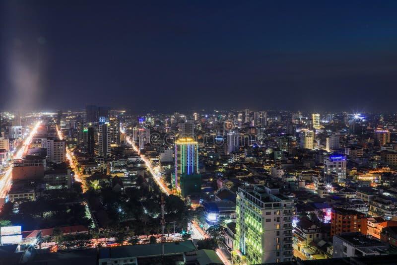 Het Overzicht van Phnompenh bij Nacht stock foto