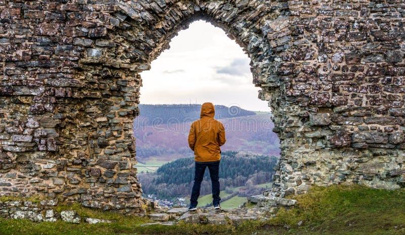 Het overzien van de Welse heuvels stock foto's