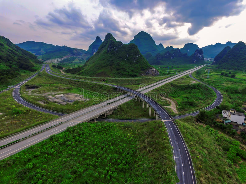 Het overzien van het wegviaduct royalty-vrije stock afbeeldingen