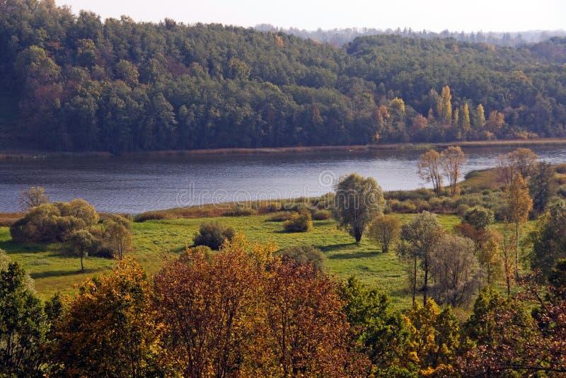 Het overzien van Meer Viljandi stock foto's