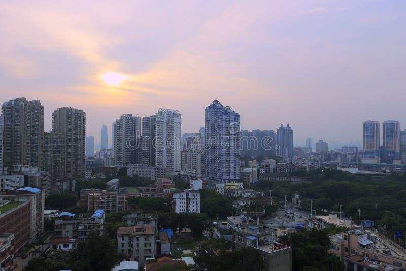 Het overzien xiamen stad bij schemer stock afbeeldingen