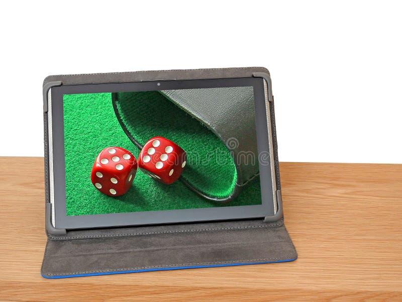 Het paar dobbelt schudbeker zes vijf de raadsbackgammon van het gokkenspel stock afbeeldingen