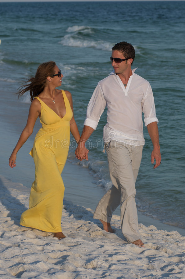 Het paar geniet van het Strand van Florida stock afbeelding