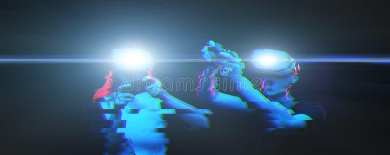 Het paar met virtuele werkelijkheidshoofdtelefoon speelt spel Beeld met glitch effect stock foto's