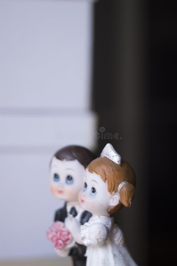 Het paar van het cake topper huwelijk stock foto