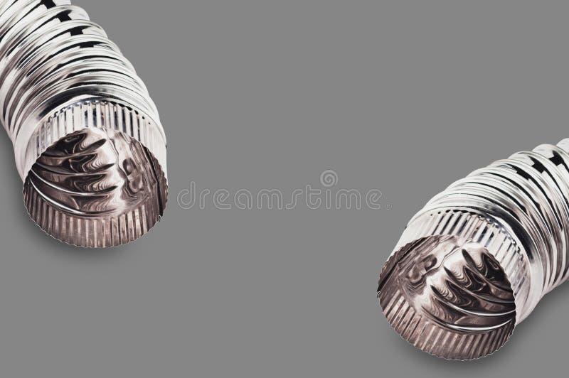 Het paar van chroom plooide ellebogen van pijpen voor lucht, water, olie of gas op grijze achtergrond royalty-vrije stock afbeelding