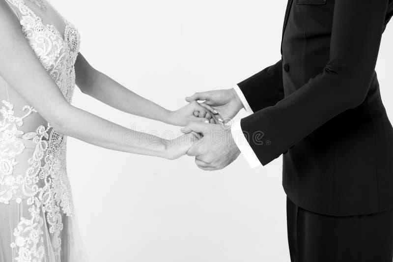 Het paar van de Ballromdans in liefde, die handen houden op witte bachground worden geïsoleerd royalty-vrije stock afbeelding