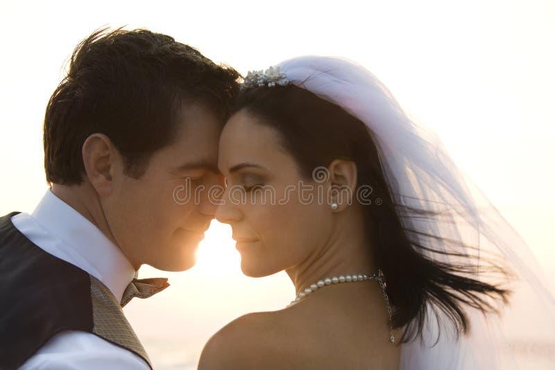 Het Paar van de jonggehuwde stock foto