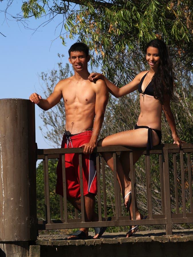 Het Paar van de man en van de Vrouw zwemt in openlucht Kostuum stock afbeeldingen