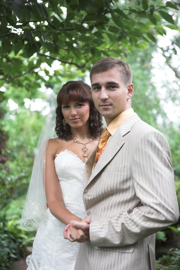 Het paar van het huwelijk openlucht royalty-vrije stock foto