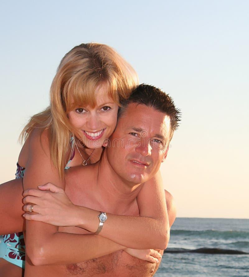 Het paar van het strand royalty-vrije stock fotografie