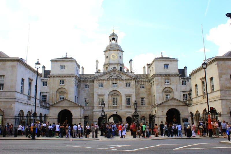 Het paard bewaakt de bouw Londen royalty-vrije stock afbeelding