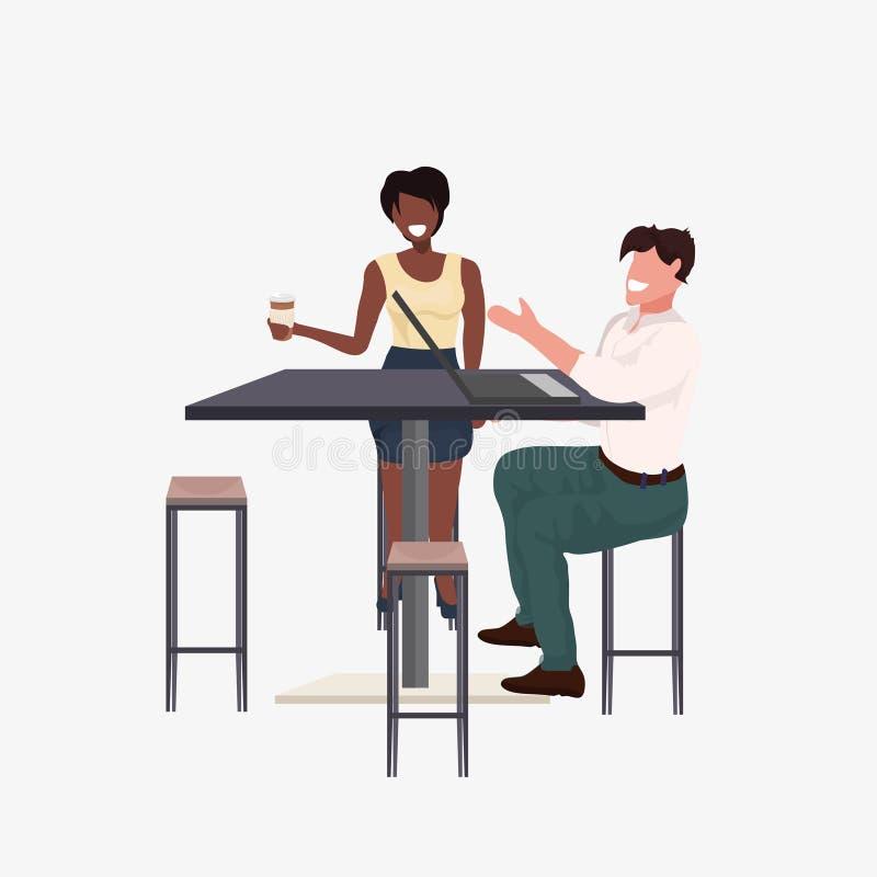 Het paarzitting van het mengelingsras bij de man van de koffielijst vrouw het bespreken en het drinken koffie tijdens vergadering vector illustratie
