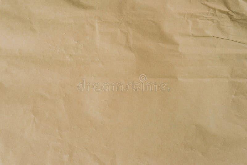Het pakpapier van kraftpapier en verfrommelde textuur als achtergrond met ruimte stock foto's